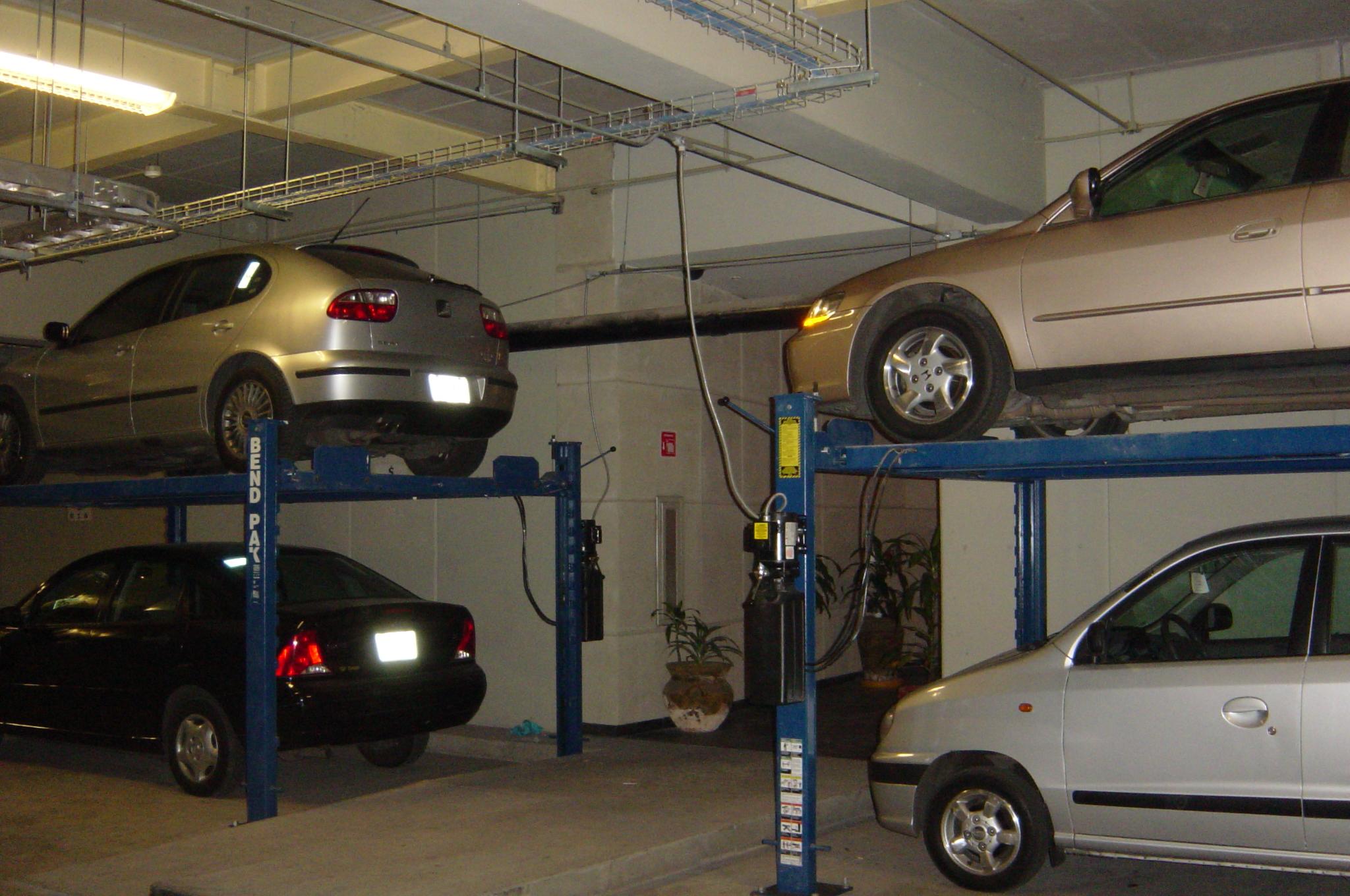 Cuatro columnas estacionamiento