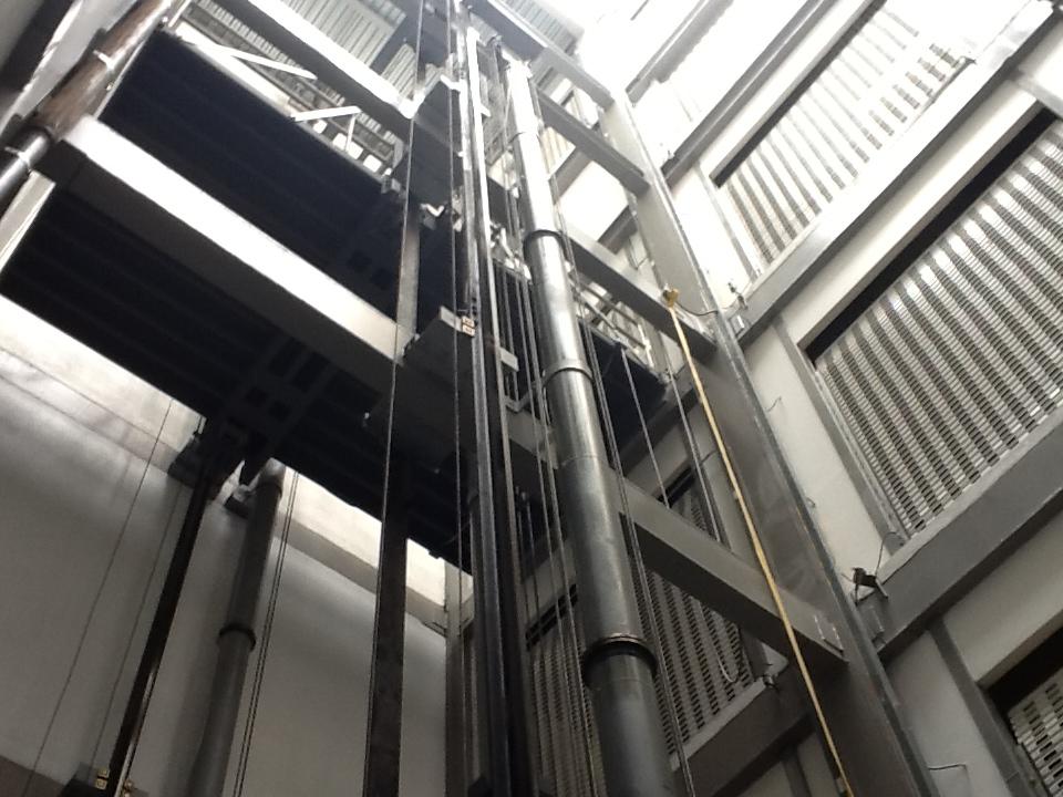Instalación elevador carga